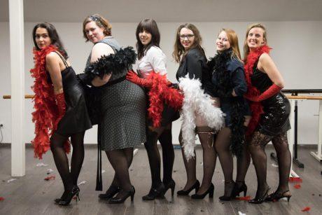 pretty ladies burlesque lessen kama